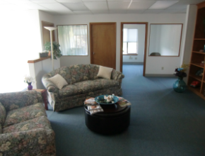 The waiting area: Newberg Location
